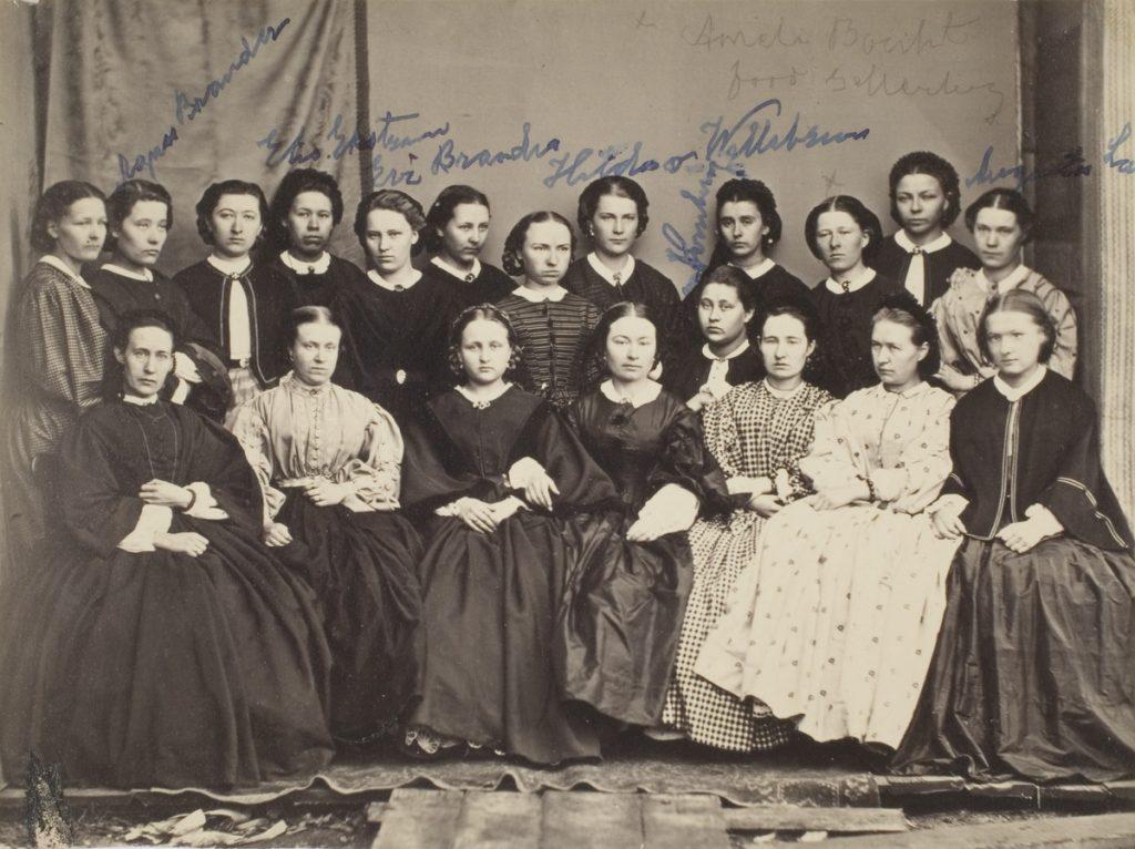Jyväskylän seminaarin naisopiskelijoita